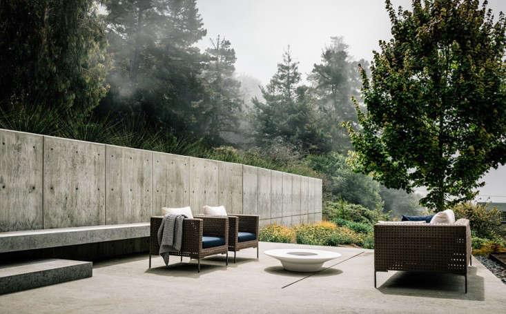 big sur cliffside garden foueron view concrete patio  gardenista 1 9