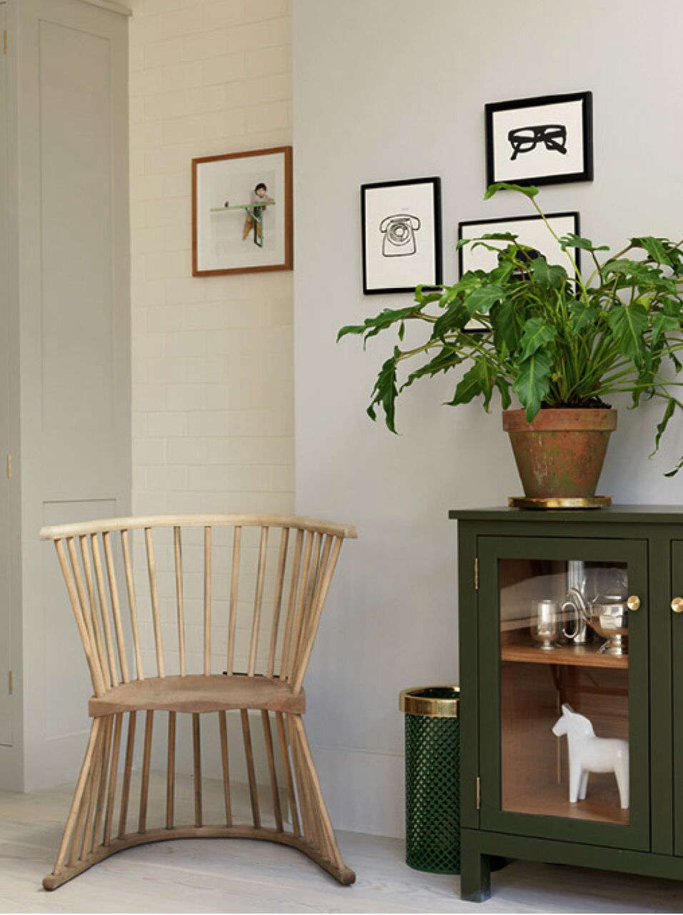 A Notting Hill Townhouse Tailored for Living by Charles Mellersh Howe Flip Chair in a remodeled Notting Hill townhouse with interior design by Charles Mellersh   Remodelista