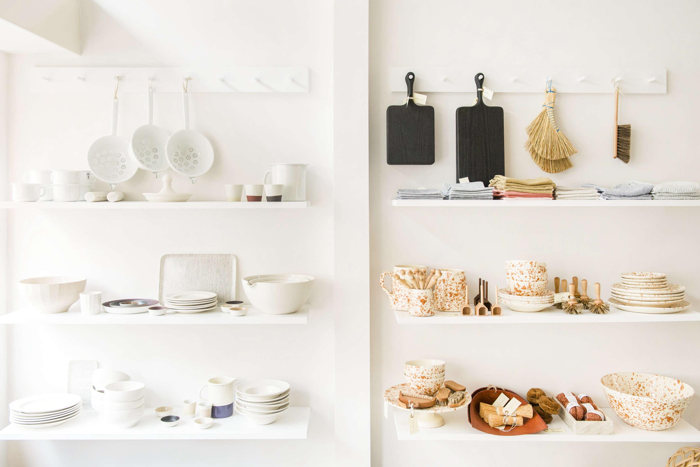 PANTOUFLE-shelves-remodelista