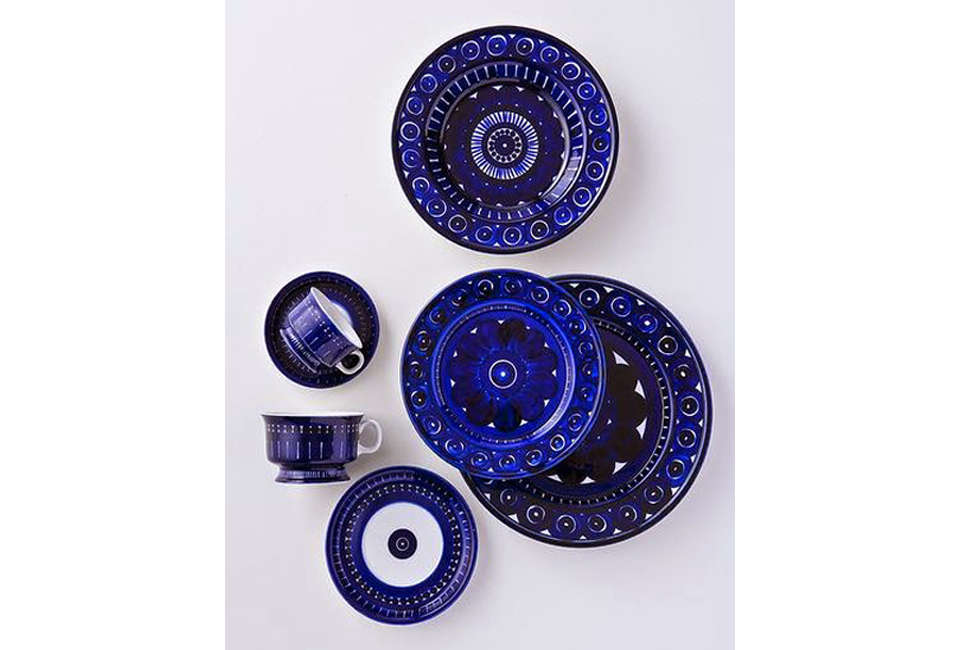 arabia&#8\2\17;s cobalt colored valencia tableware was a wedding present to 16