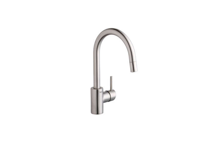 The Grohe Concetto Faucet has a dual-spray, pull-down faucet, solid brass body with ceramic cartridges, a single-lever handle, and a swivel spout; $39loading=