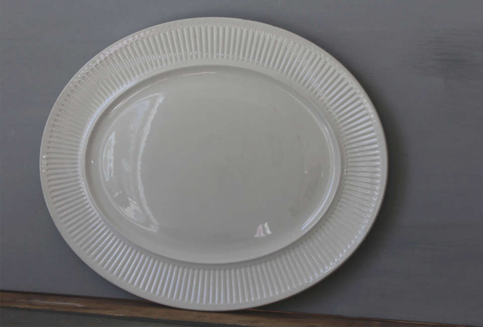 All of us at Remodelista have collections of vintage ironstone platters in a range of sizes.&#8