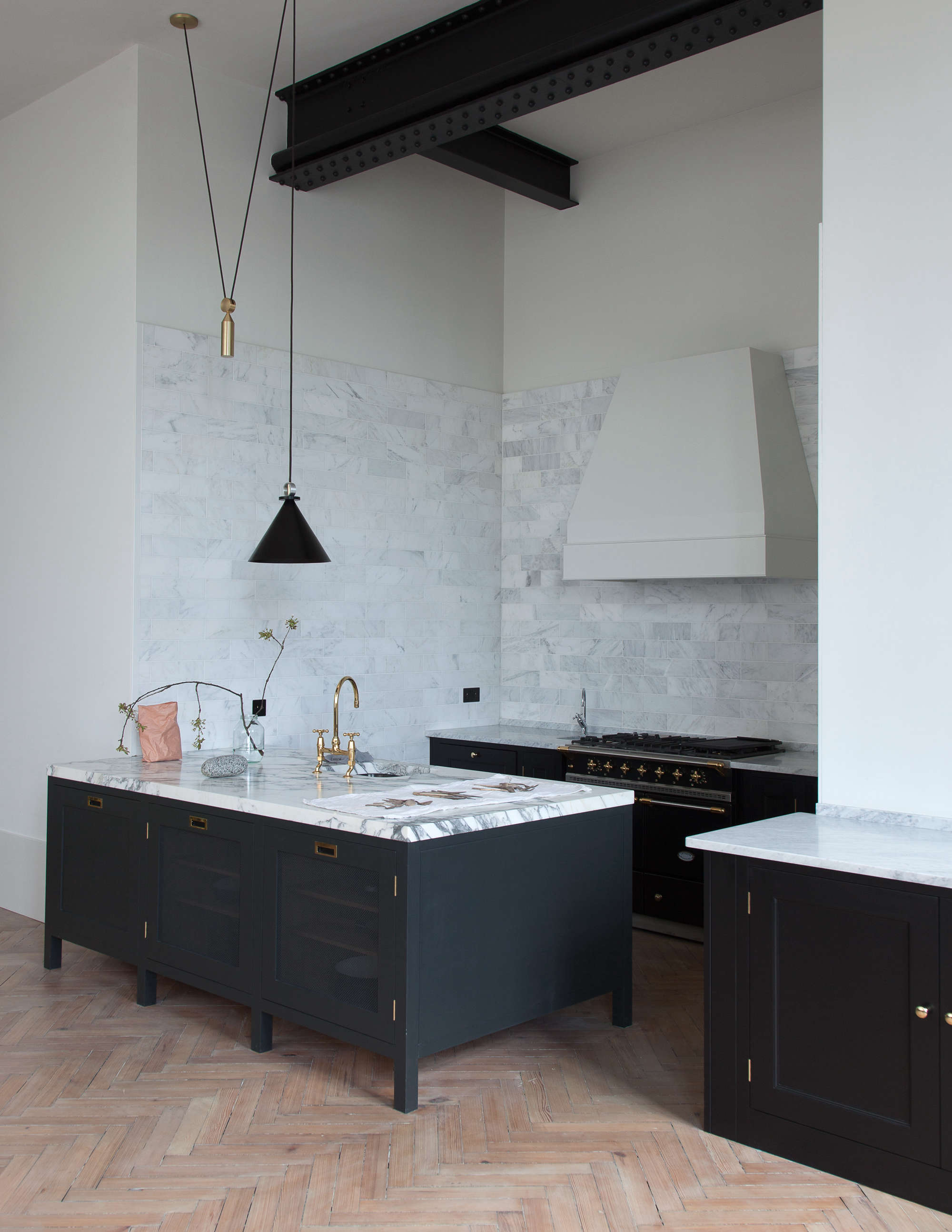 now available in the us: uk design company plain english's kitchens | remodelis 10