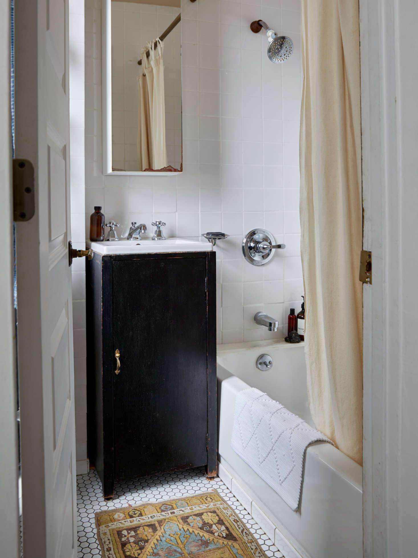 Trend Alert Vintage Rugs In The Bath Remodelista