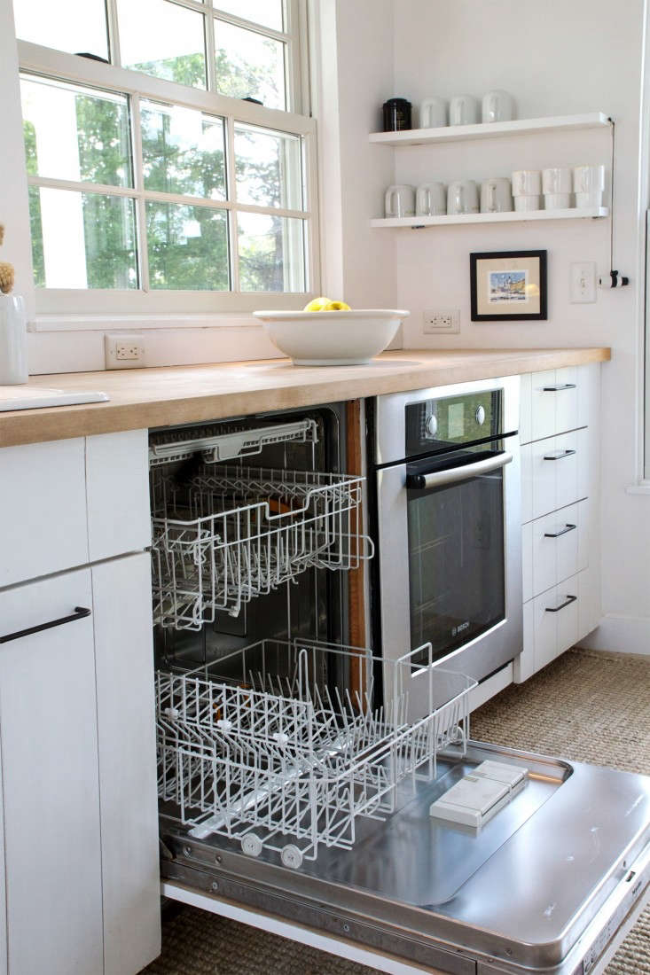 Remodeling 101 What to Know When Replacing Your Dishwasher A dishwasher, neatly fit under the counter. For more, see Domestic Science: How to Clean a Dishwasher. Photograph byJustine Handfor Remodelista.