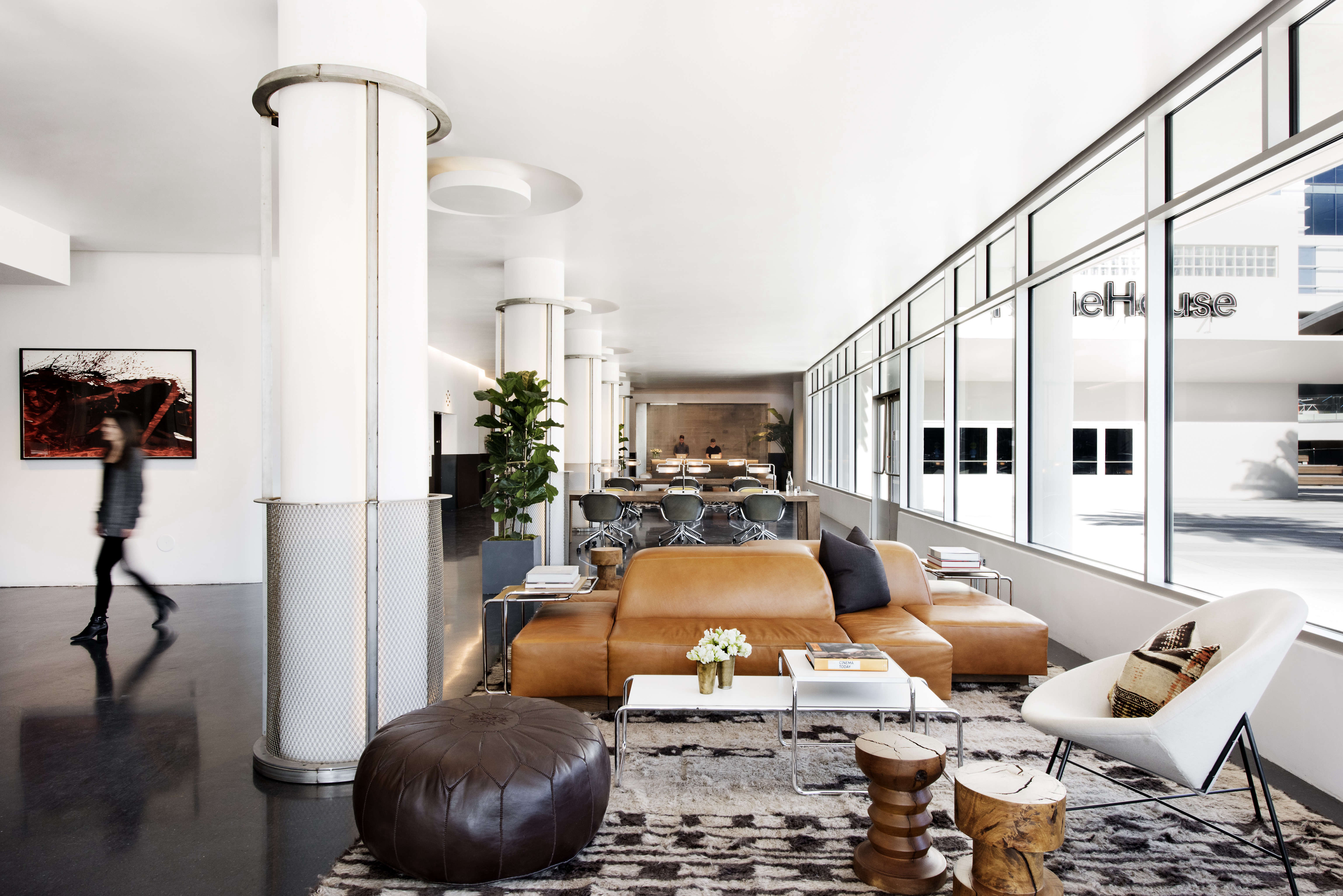 Trend Alert 5 Shared Workspaces Gone Upscale Lounge at NeueHouse LA