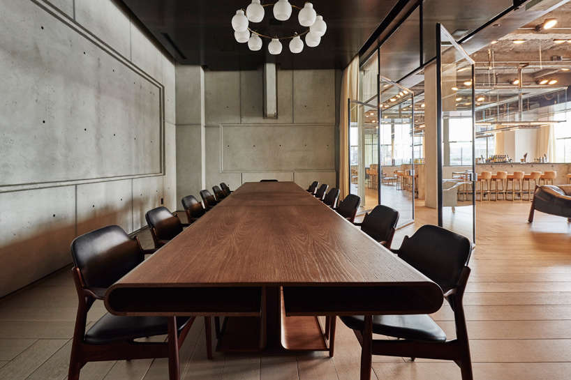 Trend Alert 5 Shared Workspaces Gone Upscale spring place spring studios new york dining table 10