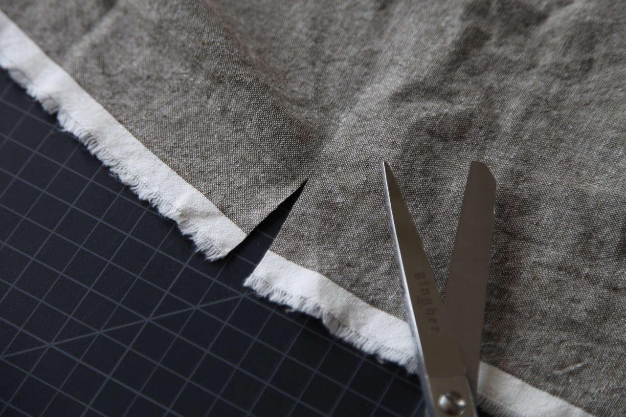 cutting robert kaufman essex linen cotton blend fabric for diy curtains 13