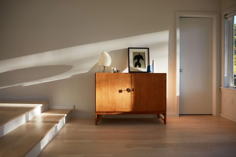 A Børge Mogensen wooden cabinet displays an &#8