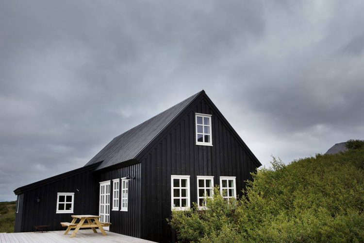 black timber frame house on airbnb 9