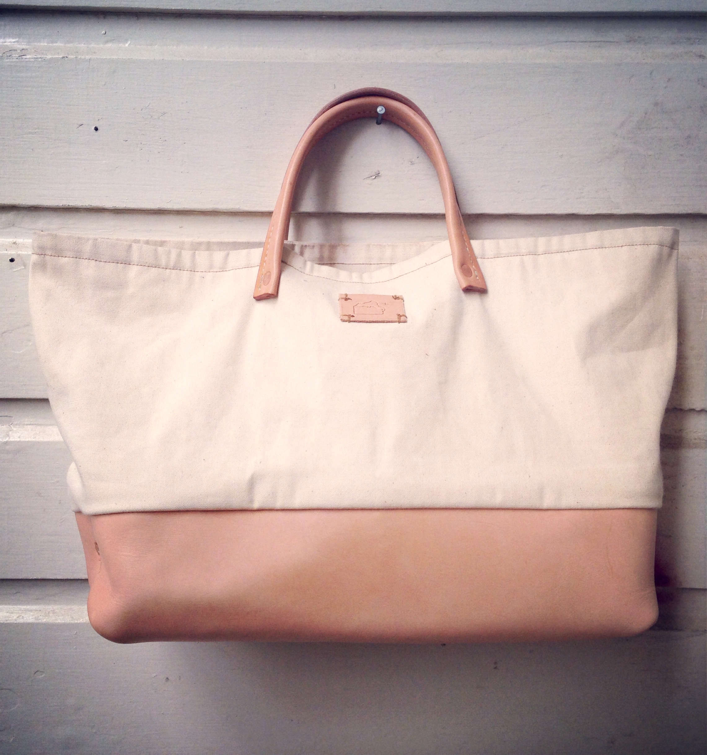 canvas and leather tote by matt katsaros on remodelista 15