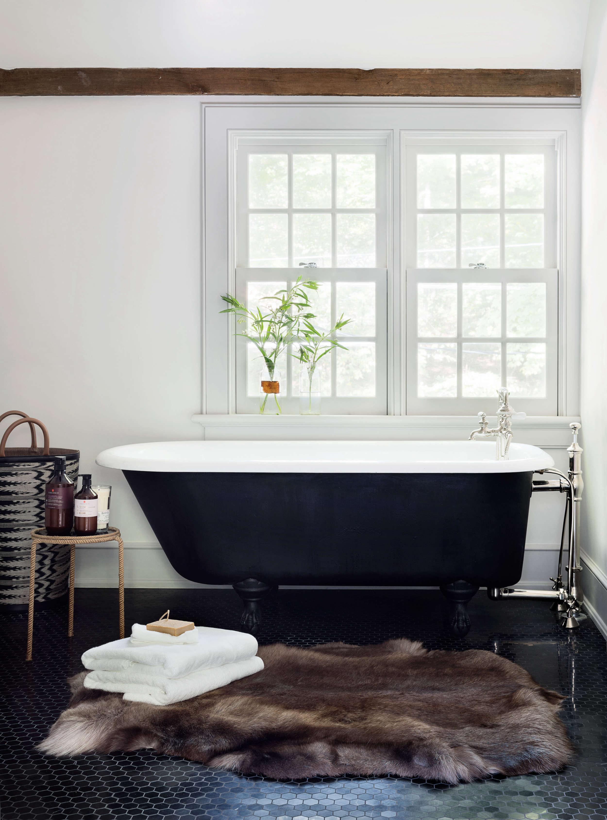 bathroom-farmhouse-renovation-black-clawfoot-bathtub-animal-rug