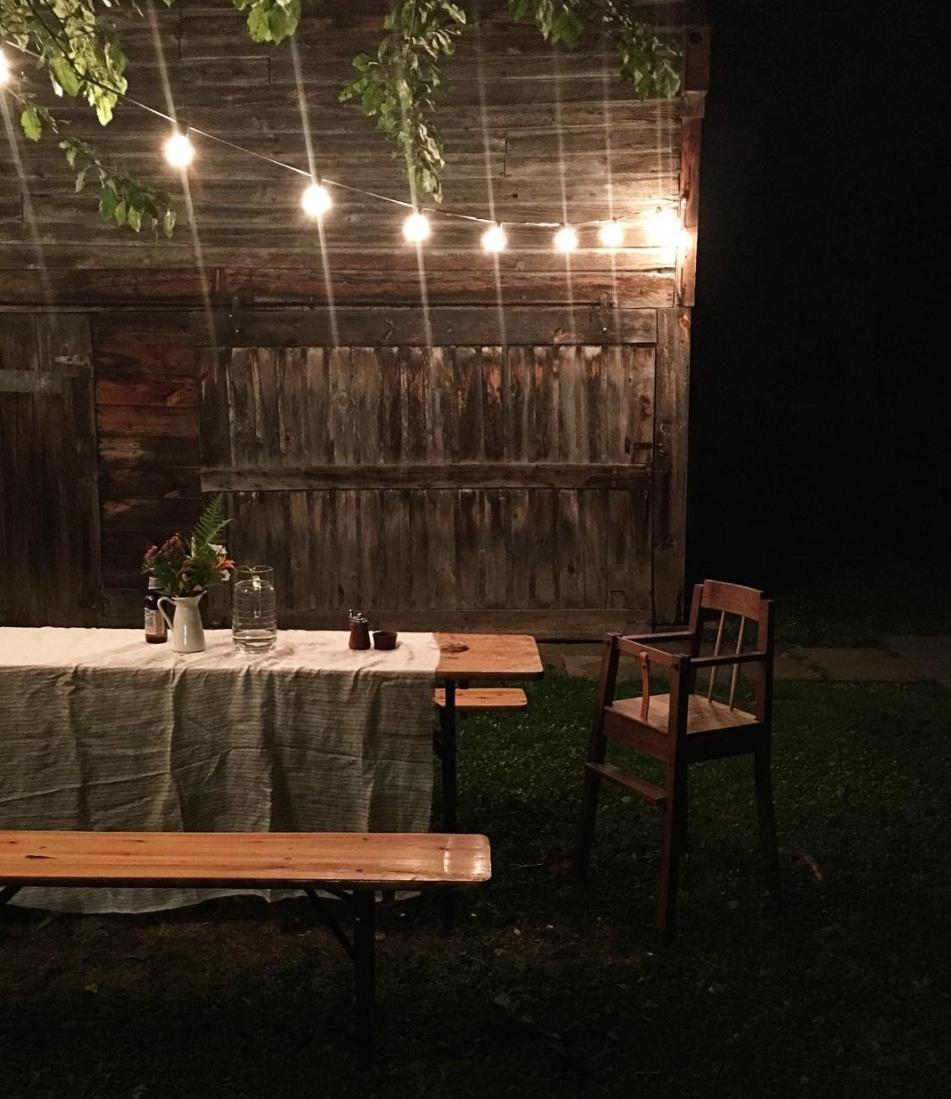 hudson workshop highchair at outdoor dinner party 9