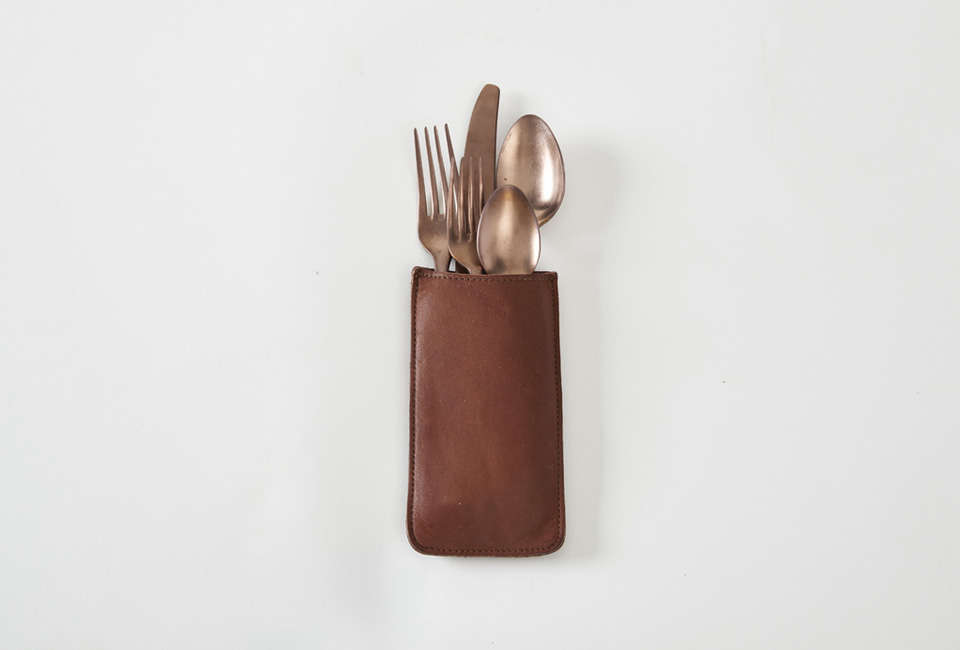 The RTH Silverware Holder in brown leather (it&#8