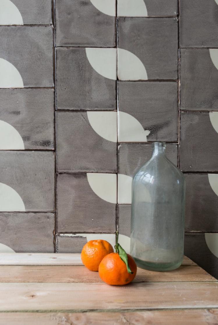 Smink Thing Quarter Circle Ceramic Tile