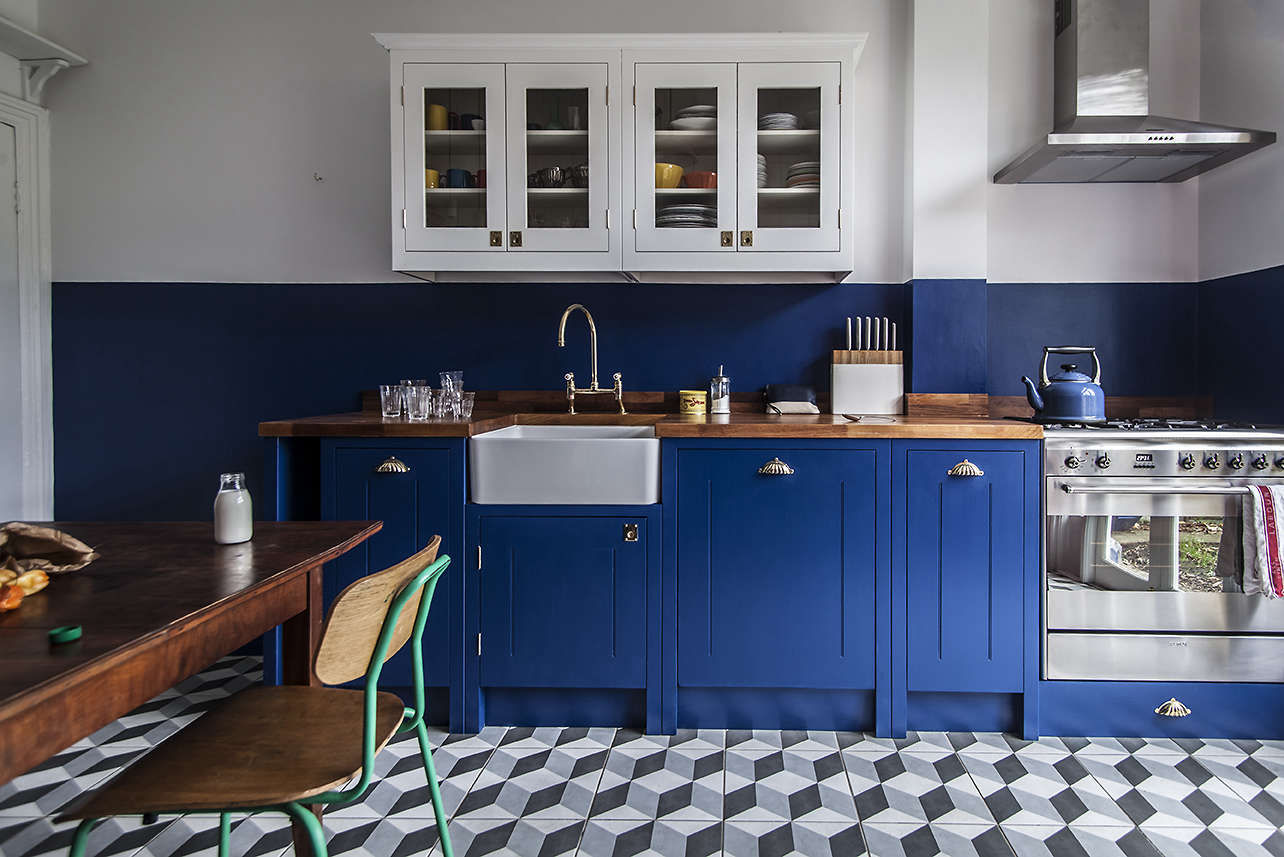 British Standard bright blue kitchen, a budget-conscious remodel in London