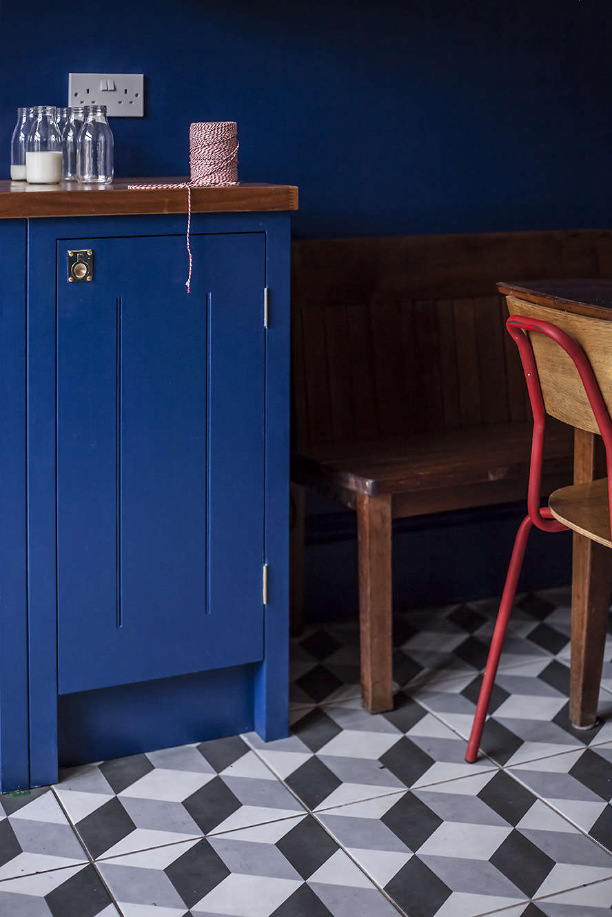 Blue British Standard kitchen cabinets and Illusion Feature ceramic tiles from Tons of Tiles