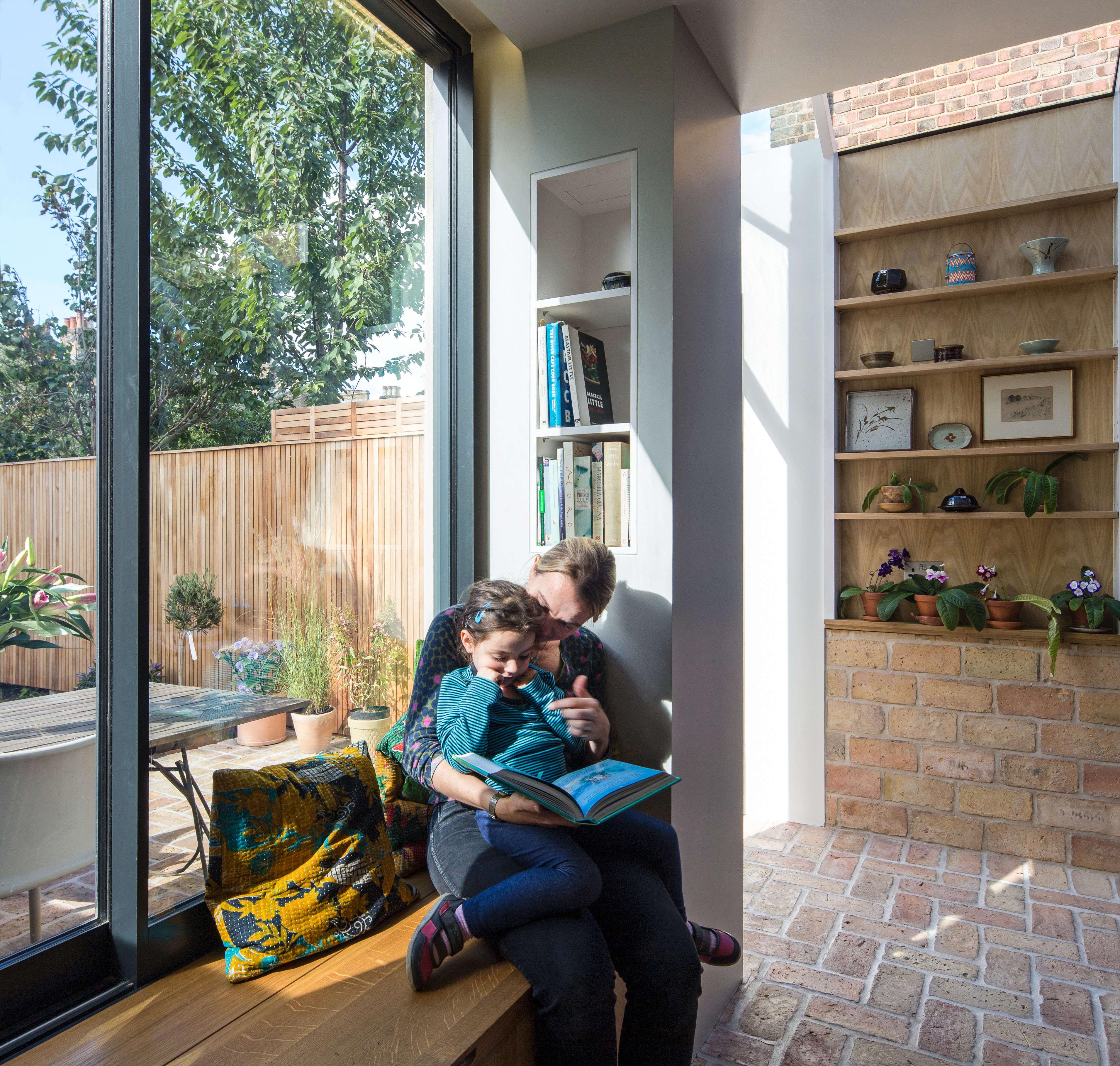 a window seat with below the bench storage runs along the windowwall. designe 13