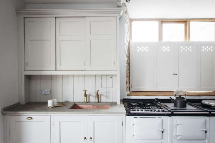 10 Easy Pieces Traditional English Kitchen Taps In a Plain English–designed farmhouse kitchen in Dorset, England, the company used a pair of Barber Wilsons untreated brass taps, the Barber Wilsons \260 \1/\2 Inch Sink Bib Tap, that comes standard or with extension from Barber Wilsons.
