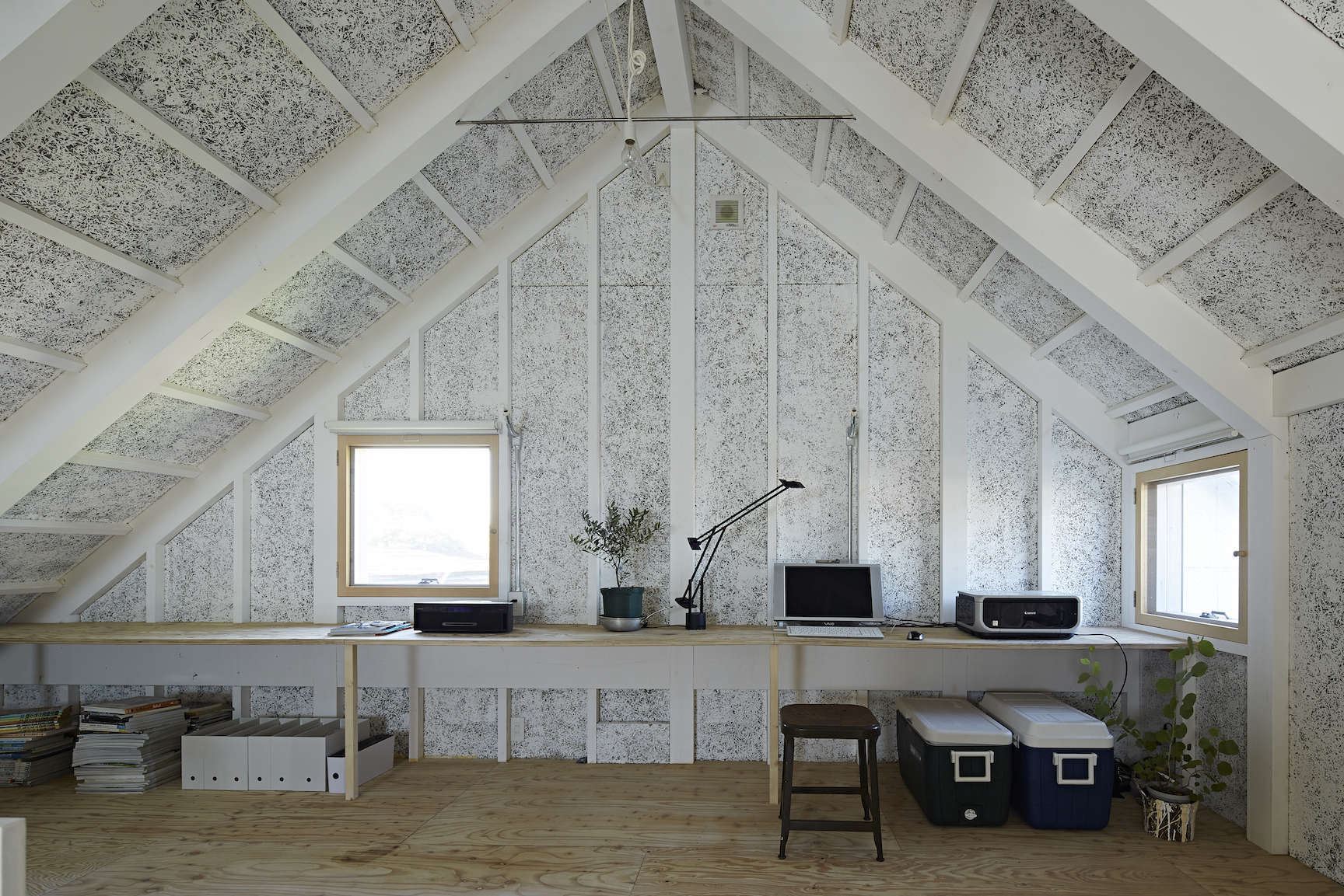 the home office at sabi, a surfers' house in chiba, japan, by no. 555 architect 14