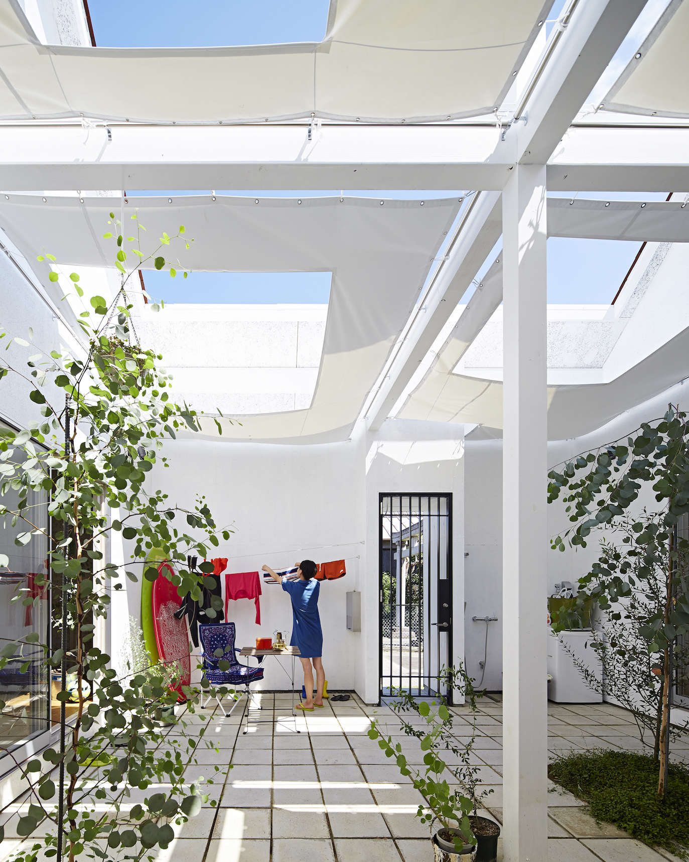interior courtyard at sabi, a surfers' house in chiba, japan, designed by no. 5 9