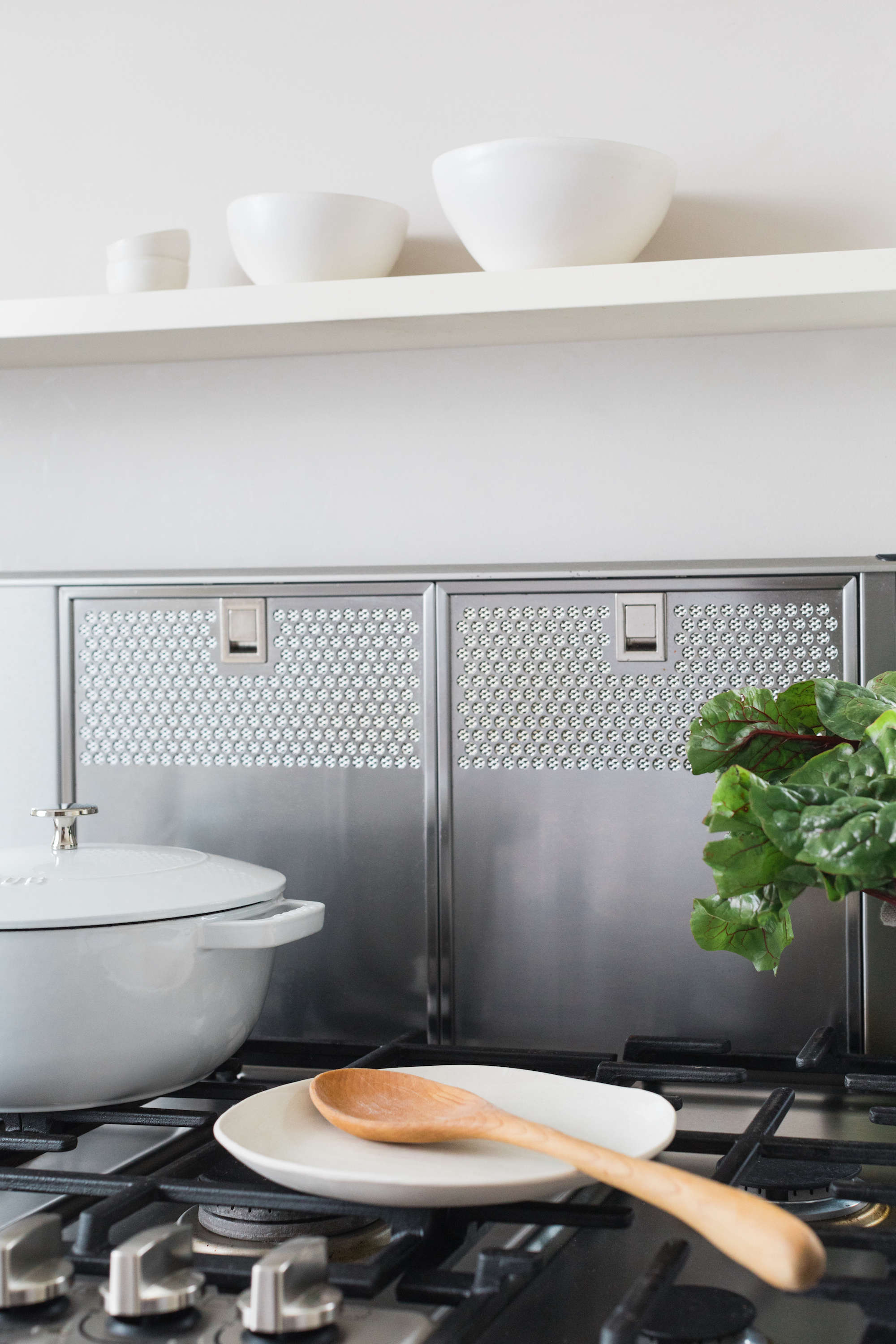 scandinavian inspired kitchen by remodelista with bosch home appliances 13