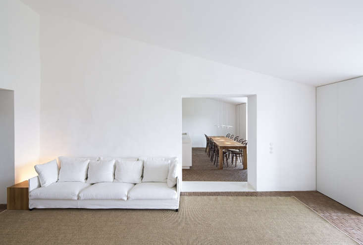 Photograph from Casa No Tempo: A Minimalist Retreat in the Portuguese Countryside.