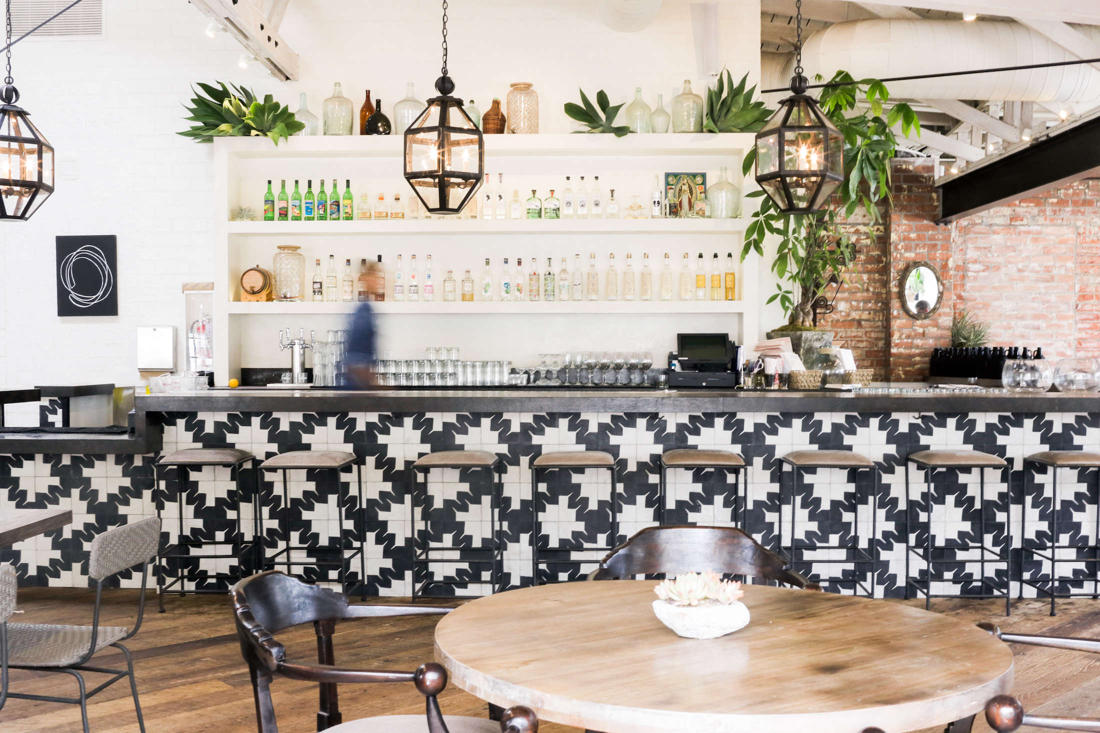 gracias-madre-restaurant-west-hollywood-la-wide-bar-black-white-pattern-tile