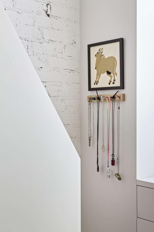 jennifer hanlin cobble hill apartment stair detail, photo by eduard hueber 18