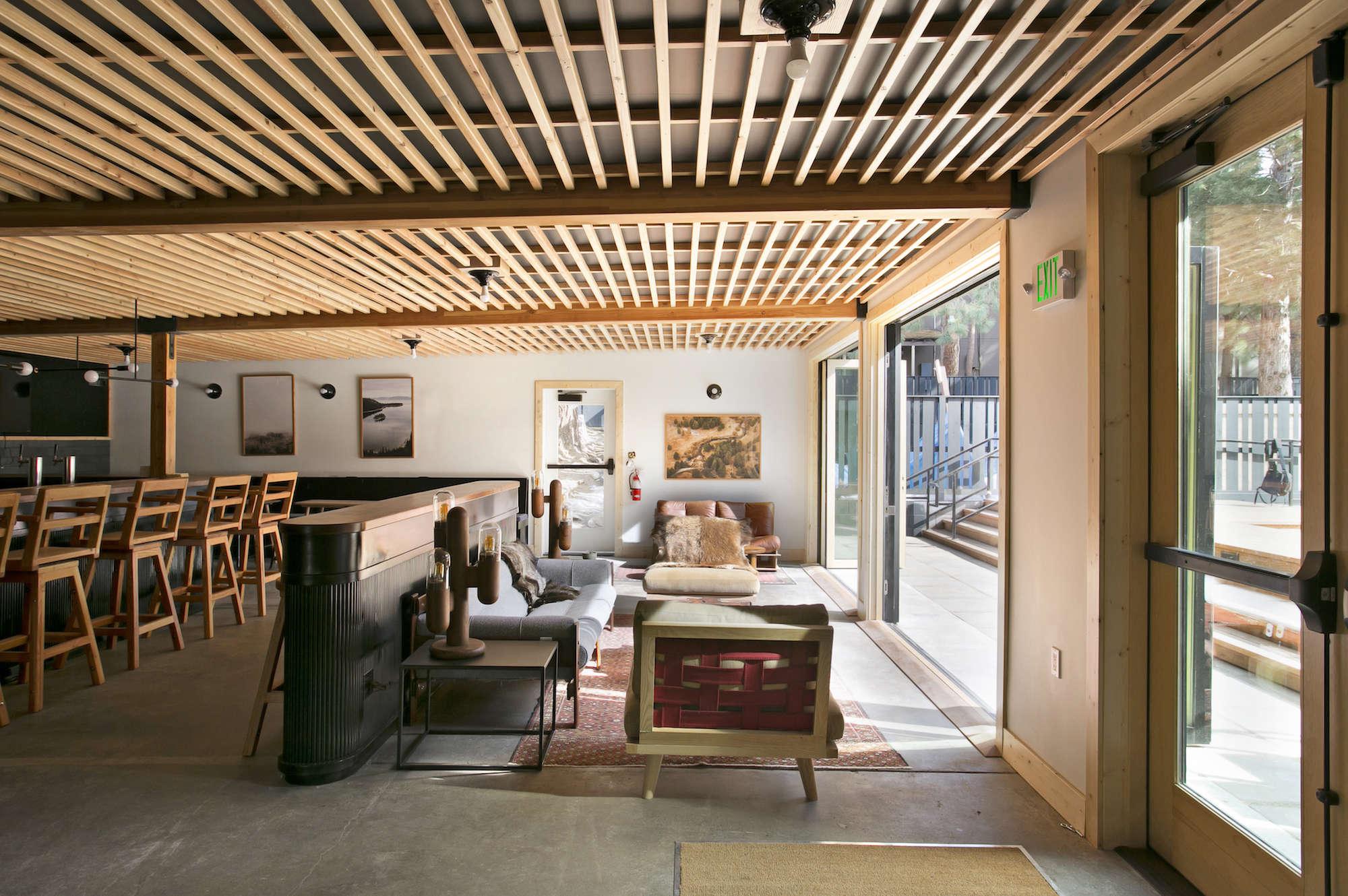 lobby-communal-area-wood-ceiling-coachman-hotel-tahoe