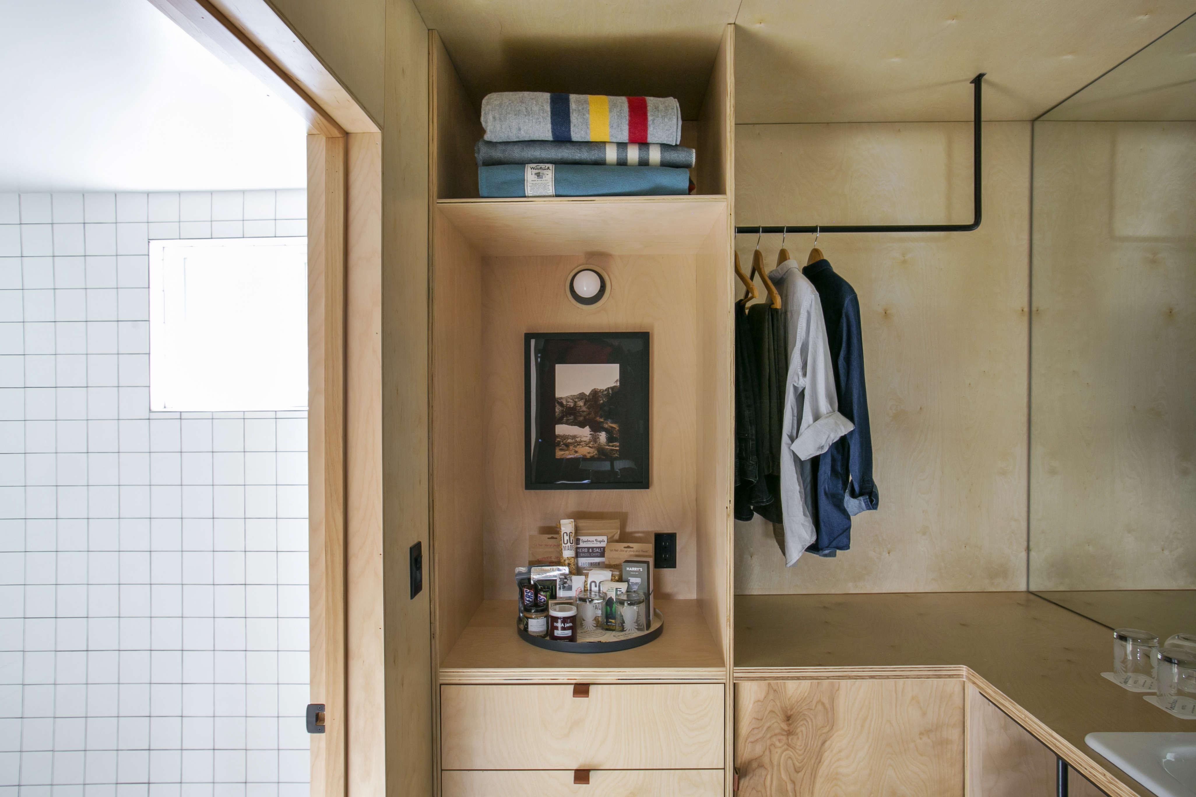 valet-bathroom-entryway-coachman-hotel-tahoe