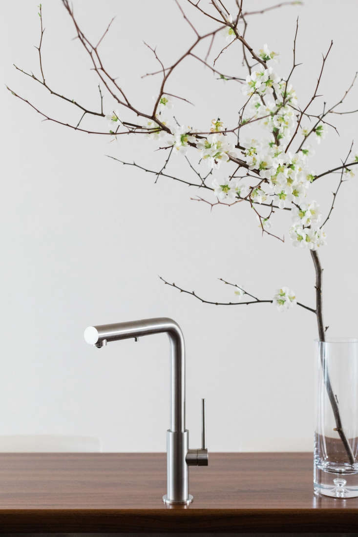an mgs spin hd kitchen faucet in matte stainless steel complements the silvery  20