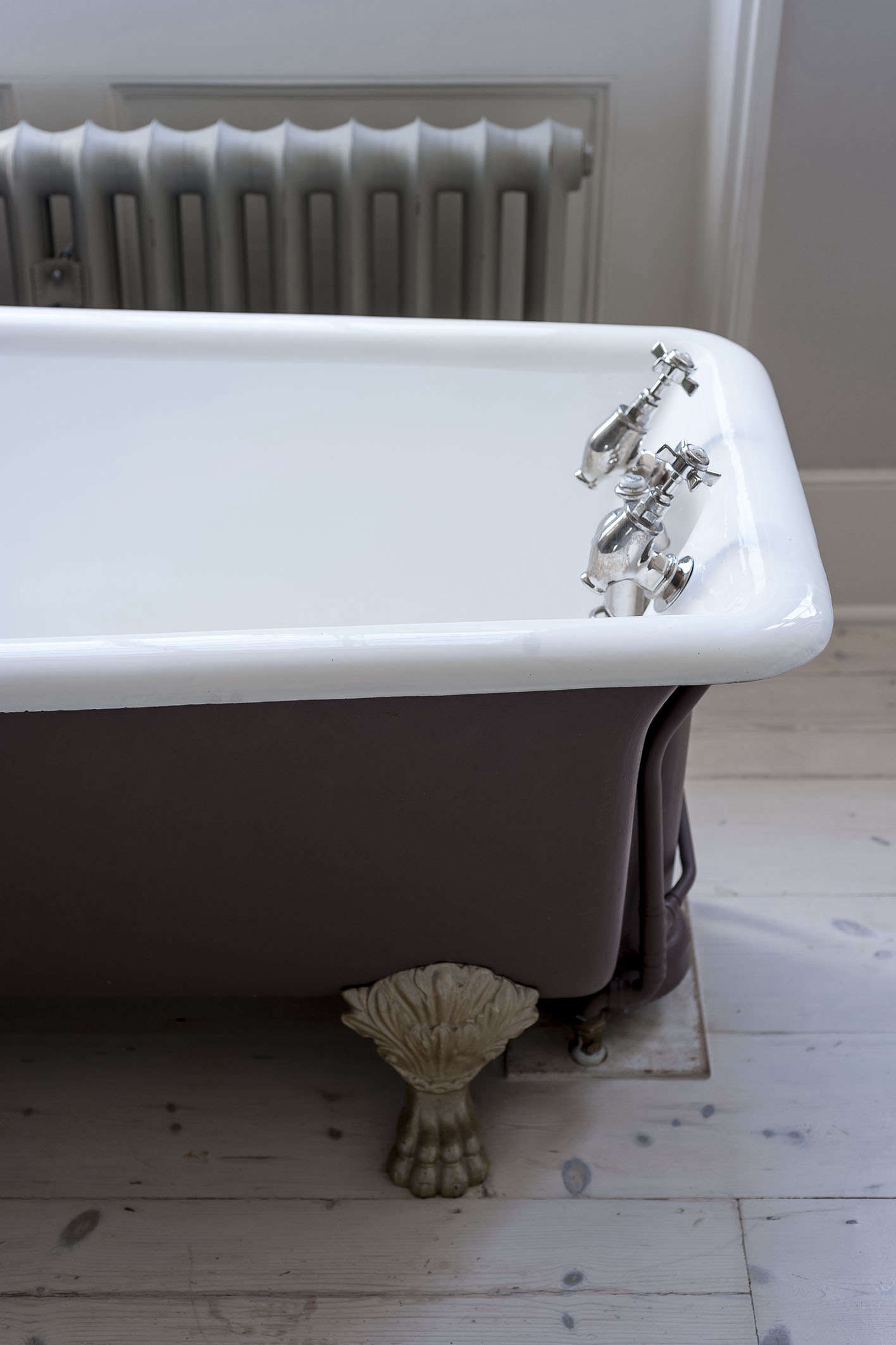 Bathroom of the Week A Romantic London Bath Made from Vintage Parts brown clawfoot antique tub michelle mckenna bath uk
