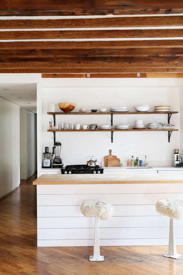 Javitch transformed the small kitchen into a bright workspace.