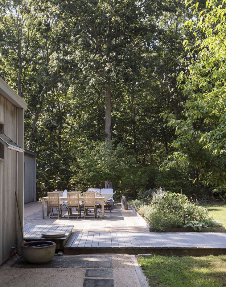 A summer getaway on Shelter Island is ready for warm weather wear and tear with a durable patio in this week&#8