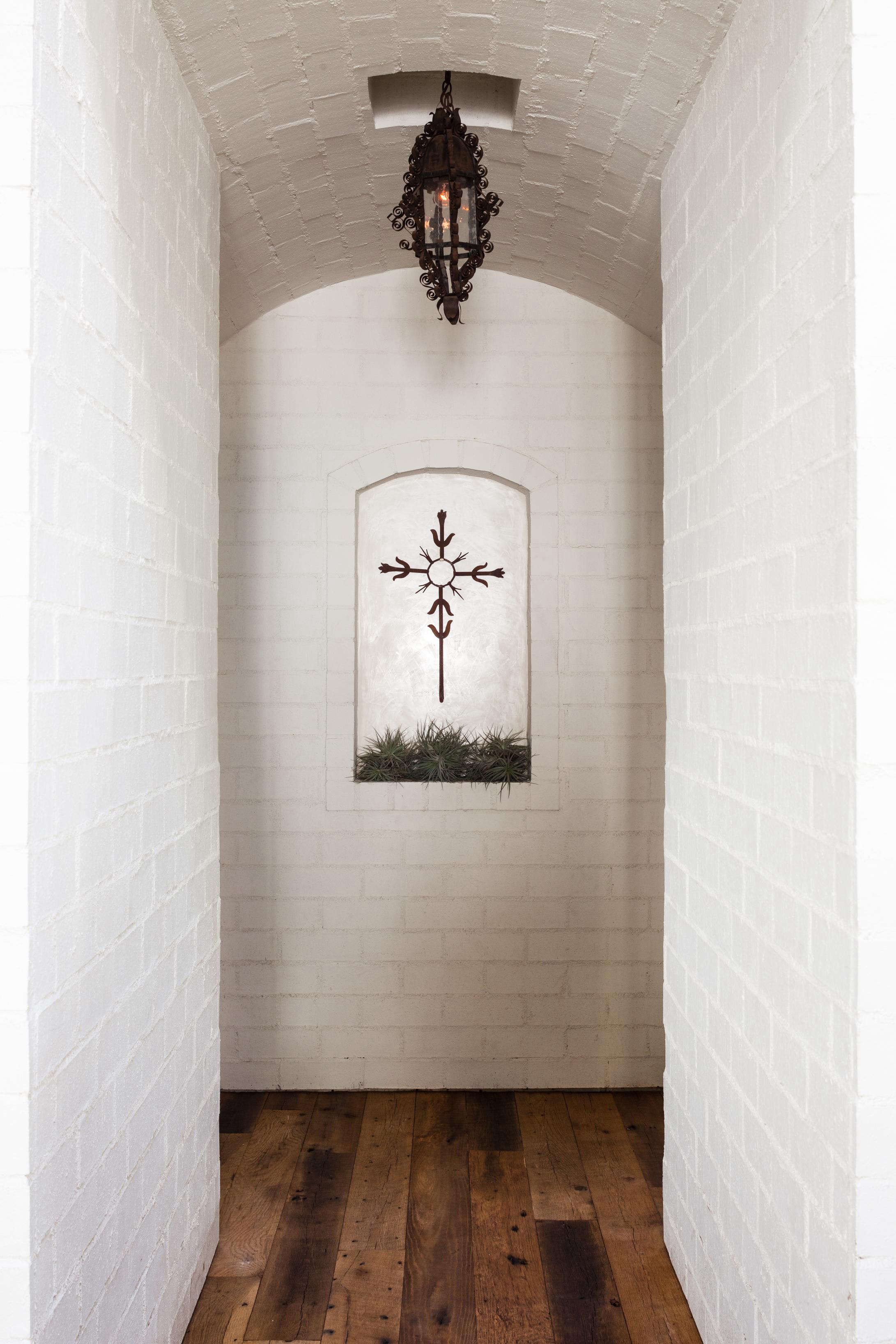 gracias-madre-west-hollywood-white-brick-hallway