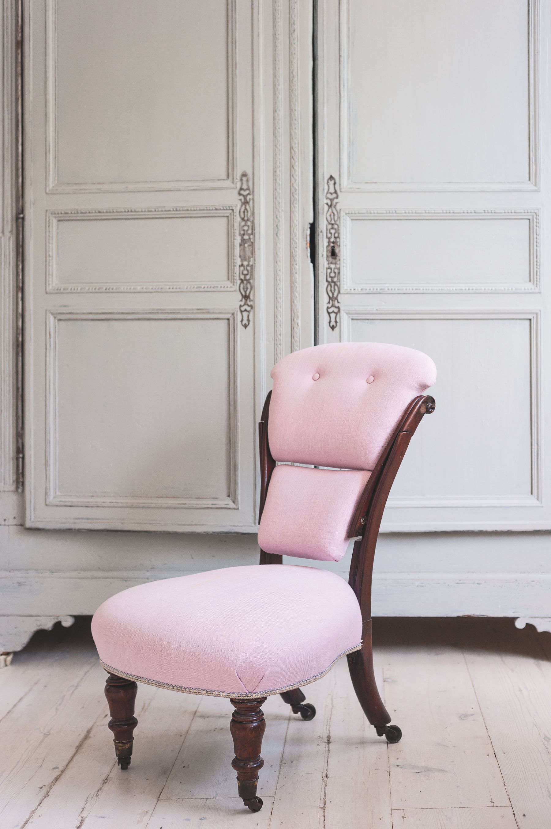 Bathroom of the Week A Romantic London Bath Made from Vintage Parts pink upholstered chair michelle mckenna bathroom uk