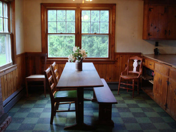 The dining room before, complete with dark wood paneling and tired blue and green linoleum. Photograph by Roberto Sosa.