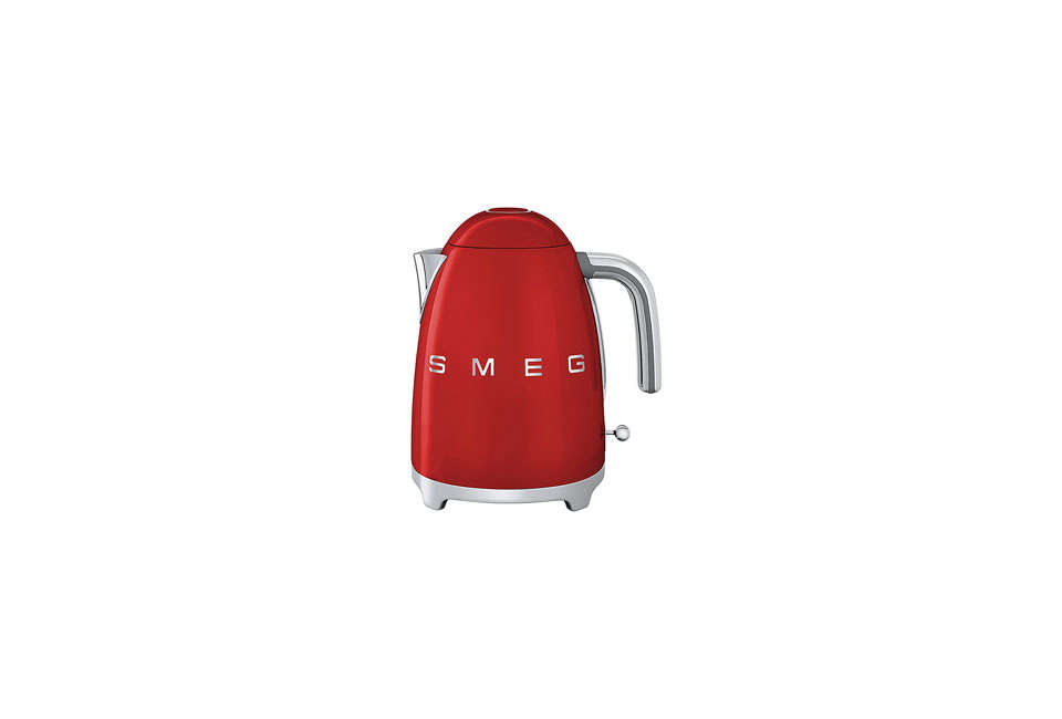 smeg electric tea kettle in red 17