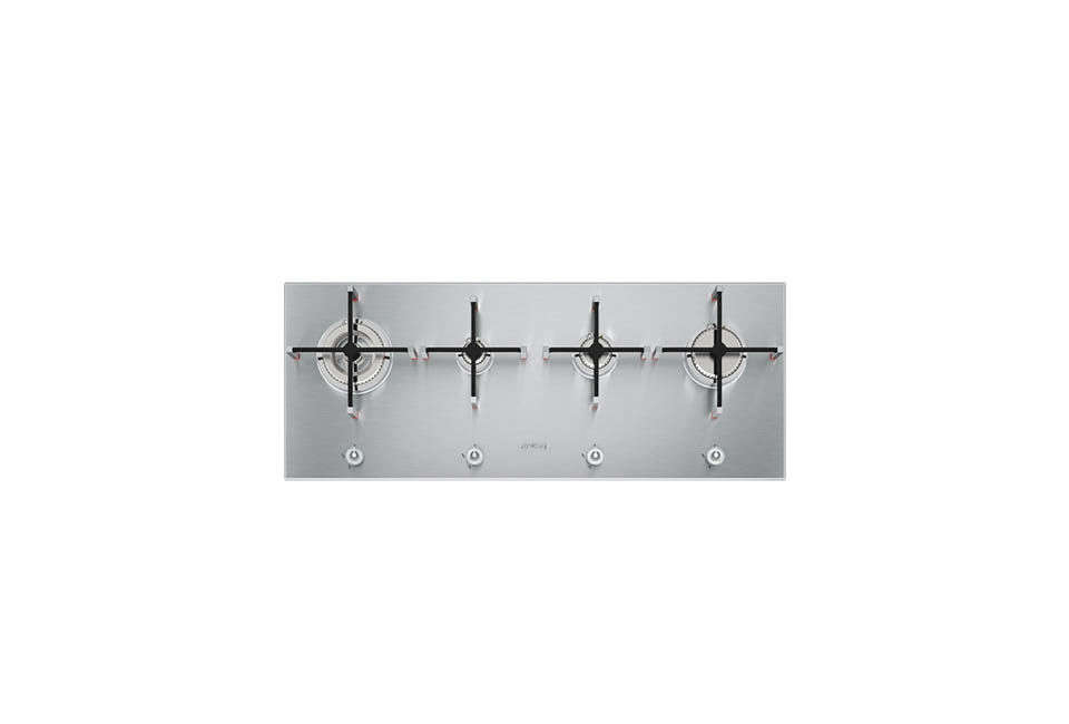 The cooktop in the kitchen island is the Linea Aesthetic PX0 4-Burner Gas Hob, available through Smeg in the UK.