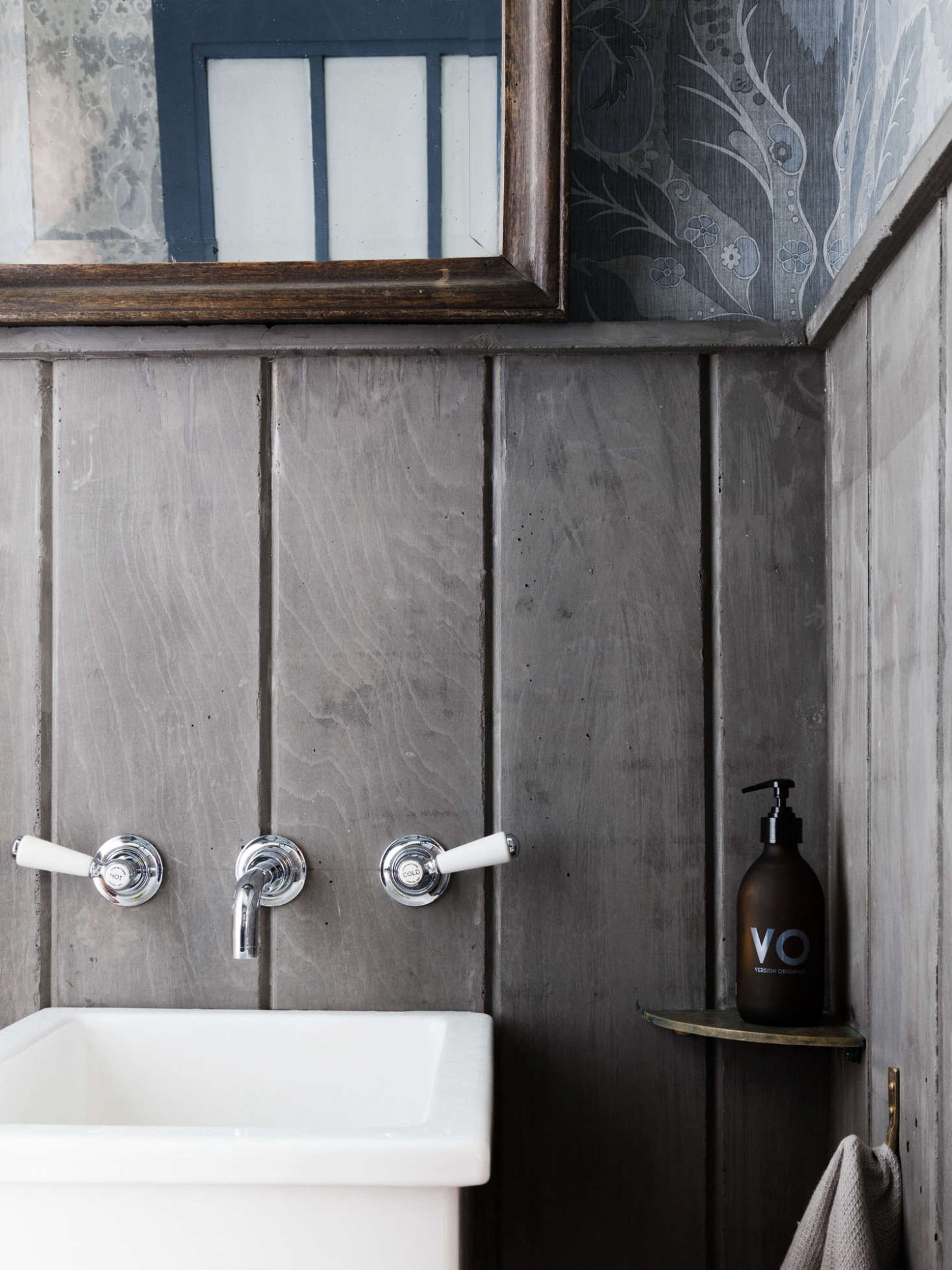 """A traditional wall-mounted style in the bath; seeA """"Modern Victorian"""" Loft in London by Mark Lewis for more. Photograph by Rory Gardiner."""