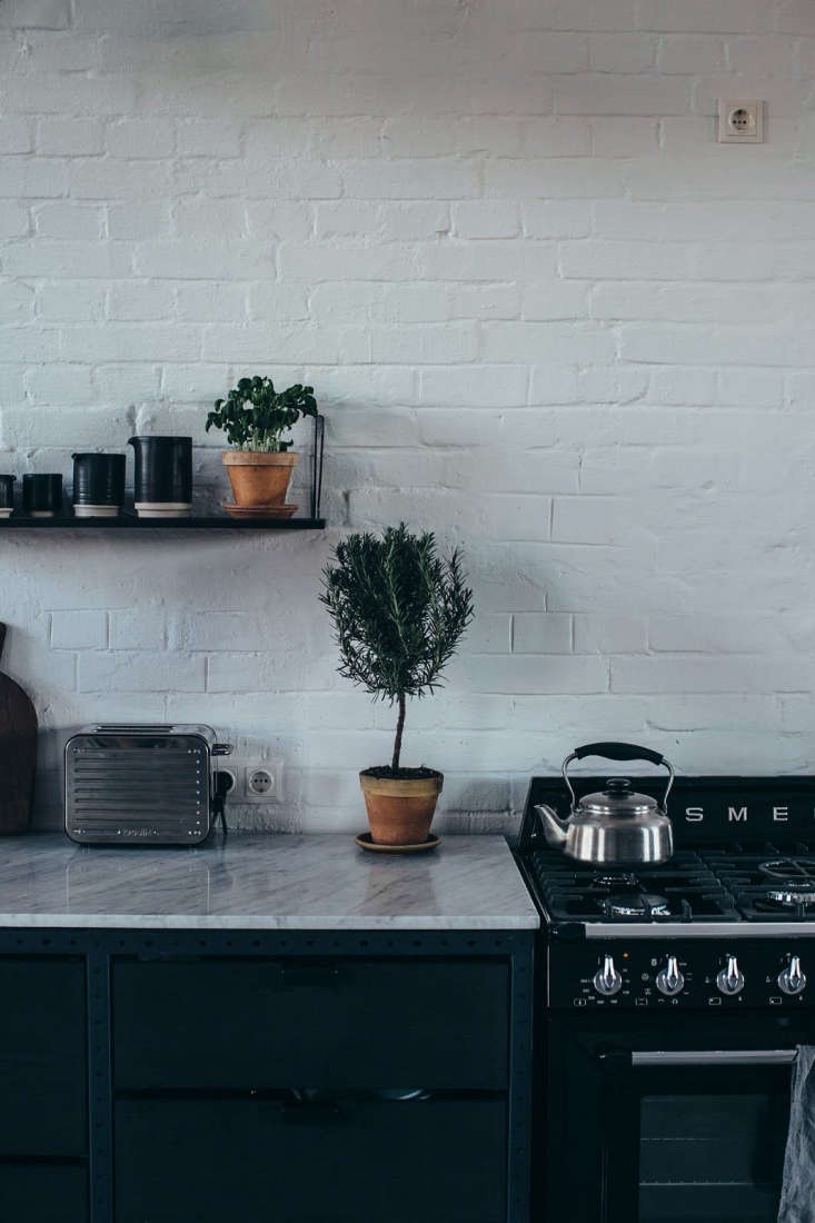 Frama kitchens incorporate top-of-the-line appliances, while, as the company puts it,&#8
