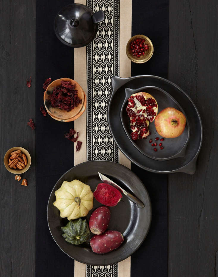 Amando Serving Platesare made in Oaxaca of black clay and evoke traditional &#8