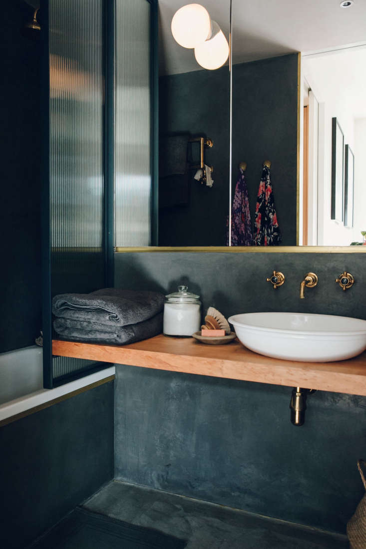 The shower doorwas a custom design;it&#8