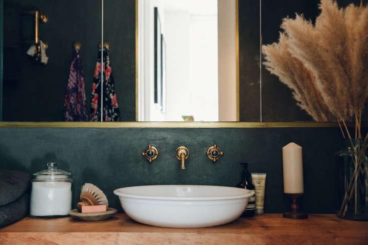 Tadelakt gone dark: photograph byIndia Hobson, courtesy ofBentley Hagen Hall, fromBathroom of the Week: A Moody Tadelakt Bath in London.