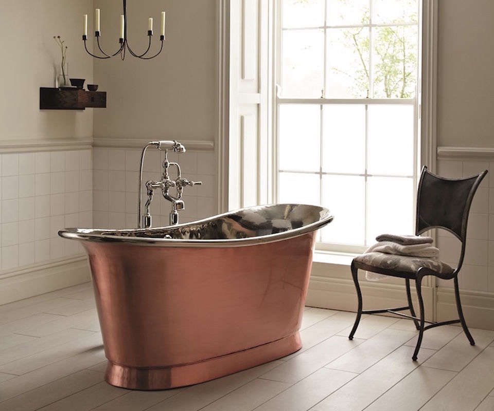 The Babylon Brushed Copper Bath from Fired Earth is made from solid copper that is finished with aviation grade lacquer. It&#8