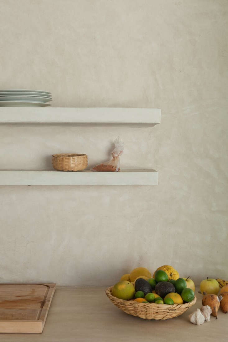 The kitchen has floating integrated shelves.
