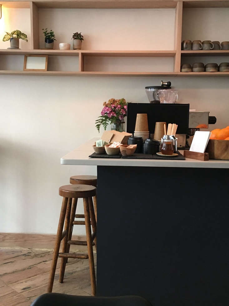 theblack painted coffee barand rough hewn wood floors. l&#8\2\17;estudi 13