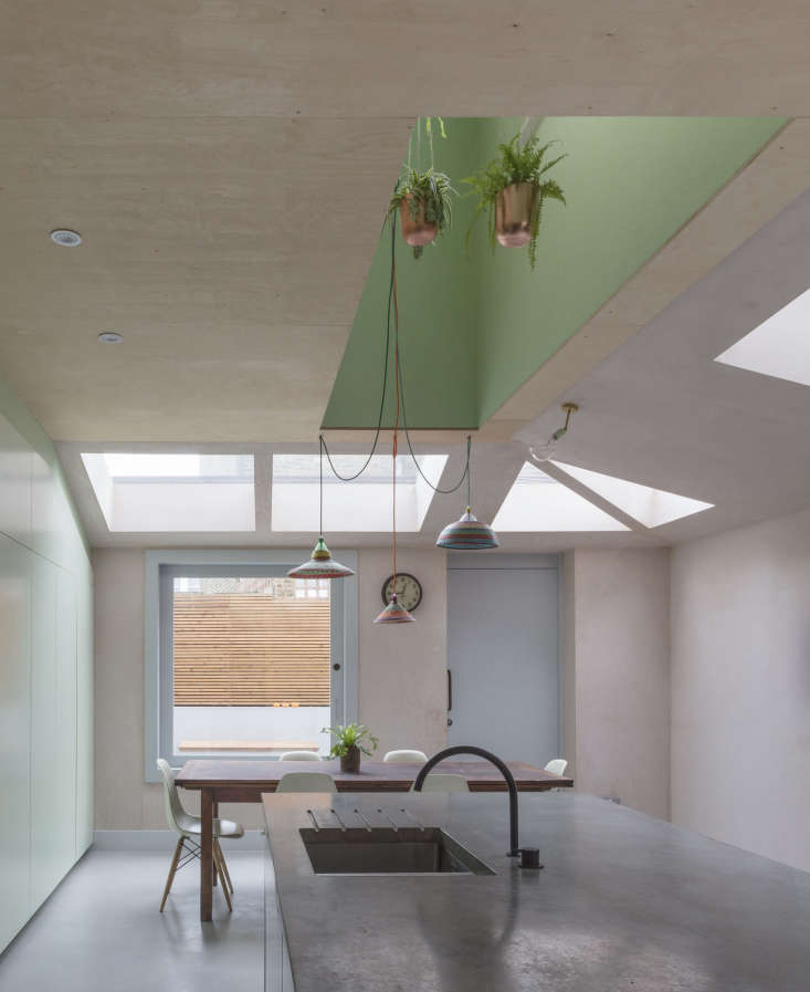 barragán in london:the slightest pink pigment mixes with green inkitchen o 14