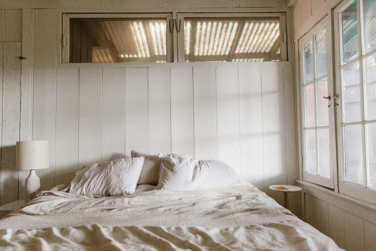 the chic yet unkempt bed.for a guide to lived in linens, see linen logic: \20 10